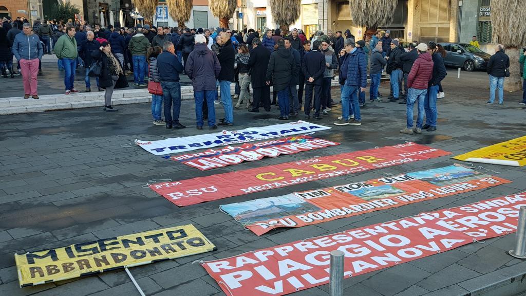 Solidarietà ai lavoratori di Piaggio Aerospace!